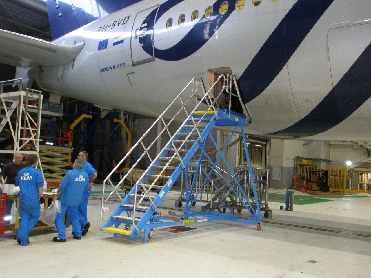 Cargo Door Stand. Aircraft type & NIJL Aircraft Docking